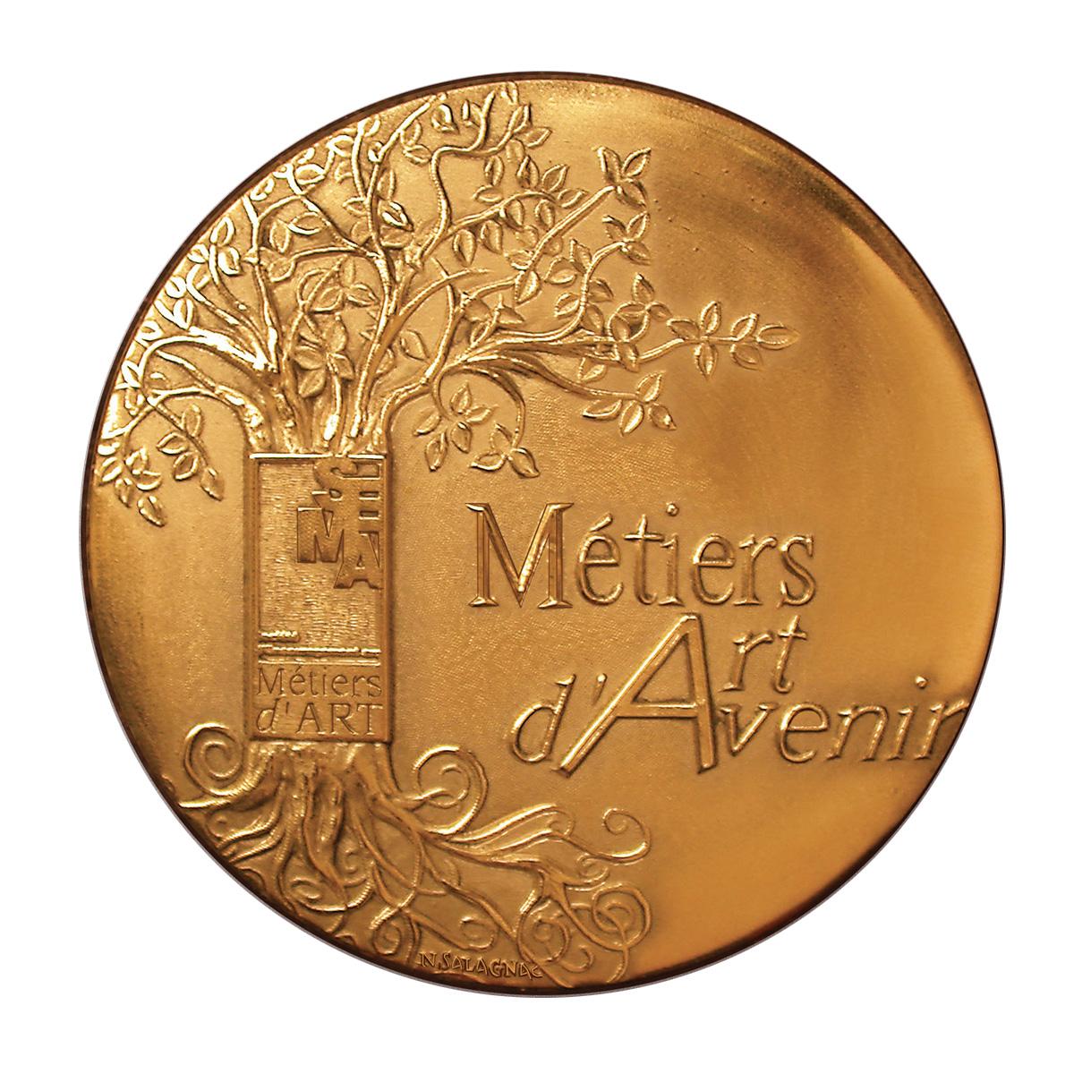 Création de la médaille d'honneur de la SEMA