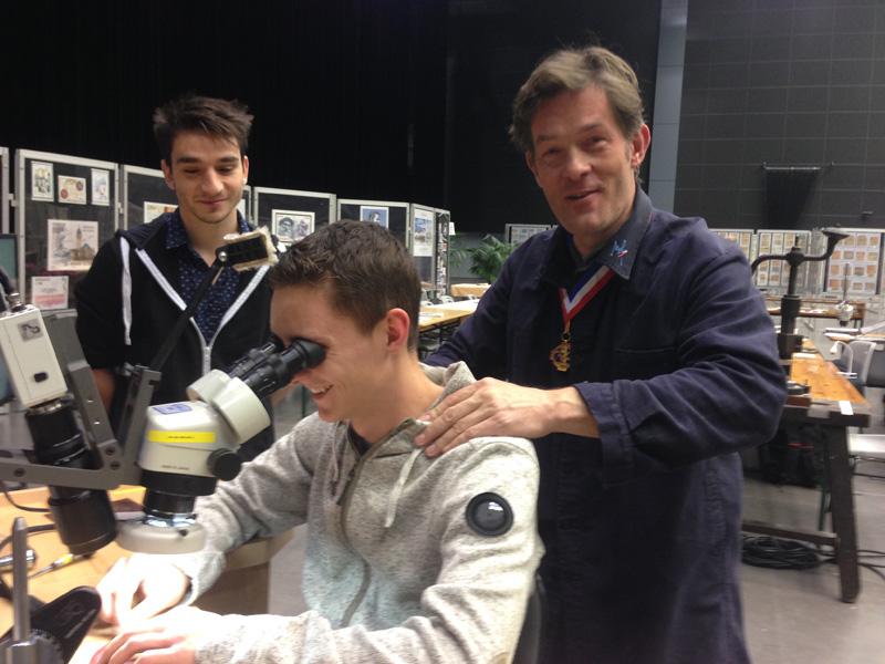 Kévin Vatteau et Victor Lévèque anciens élèves de gravure en modelé Lp Ferdinand Fillod de Saint-Amour, lauréats nationaux au concours MAF en gravure en 2014 et 2013, avec Nicolas Salagnac.