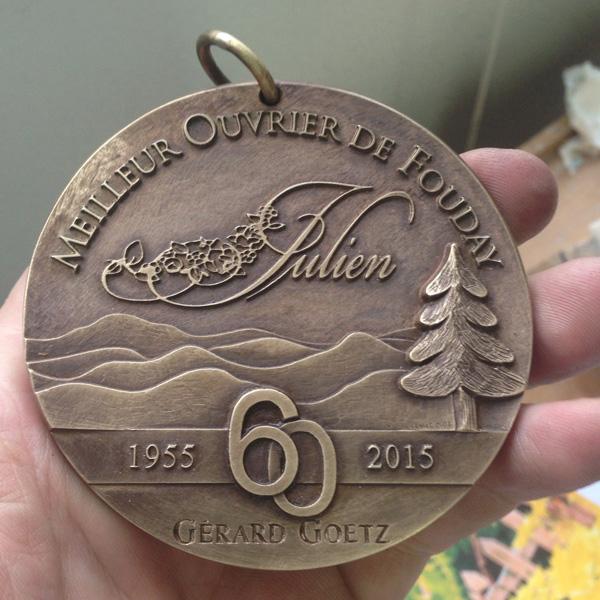 Médaille pour les 60 ans de Gérard Goetz de l'Hôtel Restaurant le Julien