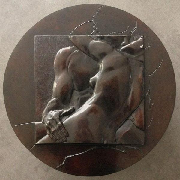 Médaillon d'un détail du Baiser de Rodin…