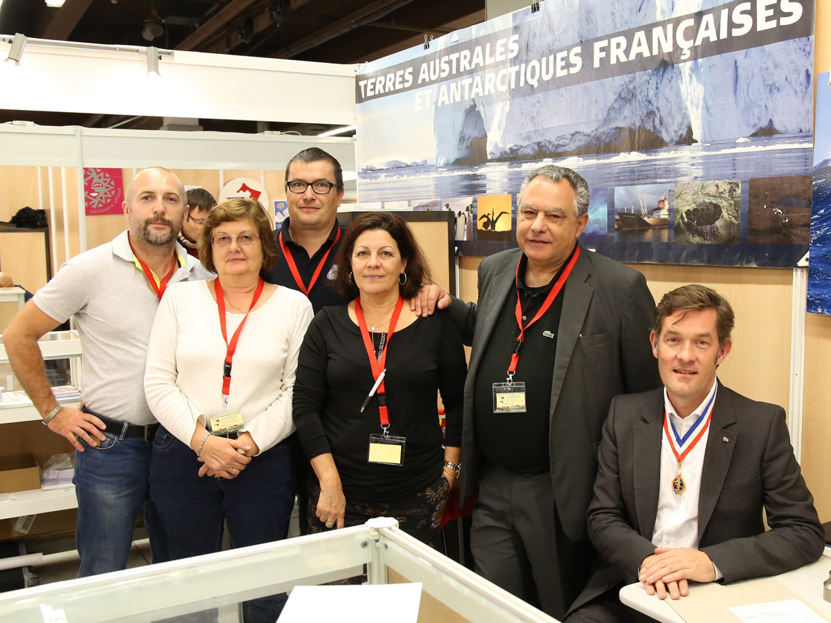 Equipe_TAAF_Signature_Timbres_gaufres_TAAF_LOLO0028a