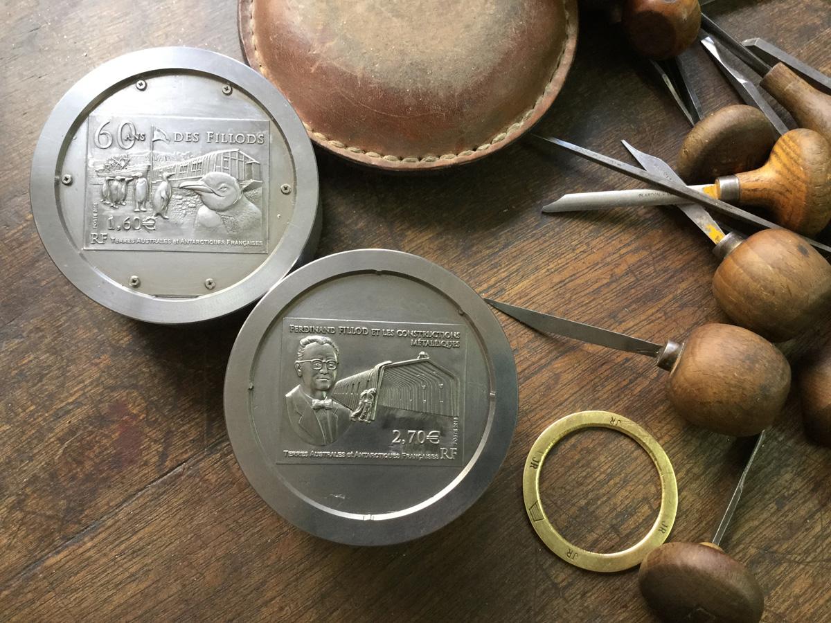 Premiers timbres imprimés en bas relief, pour les 60 ans des FILLODS pour les T.A.A.F.