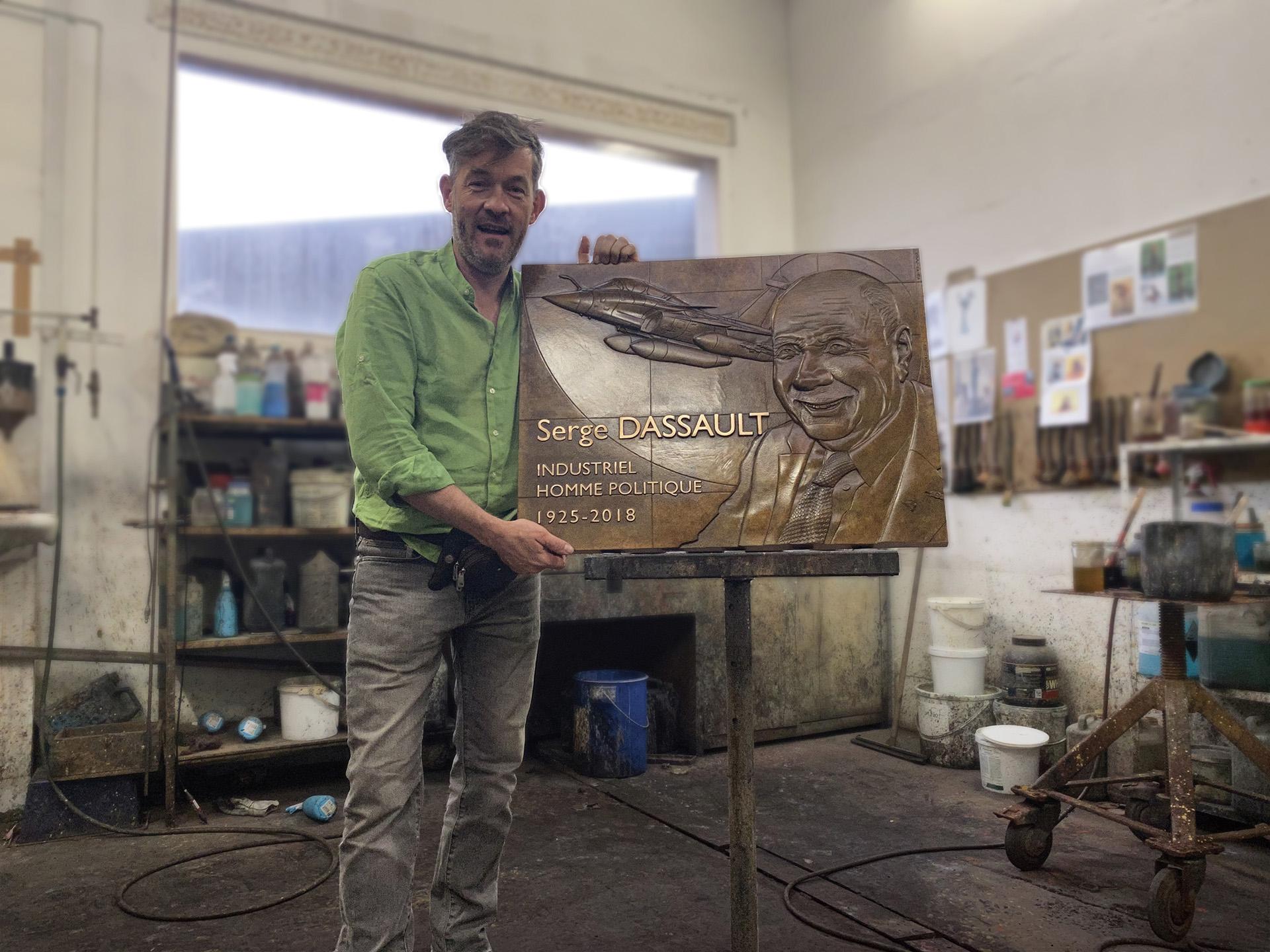 Création d'une plaque commémorative de Serge DASSAULT