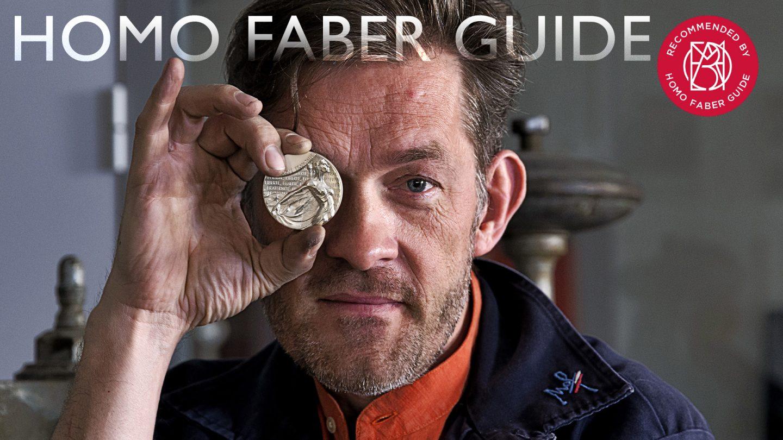 Nicolas Salagnac présente sa création, une médaille pour les Sénateurs, siglé Homo Faber