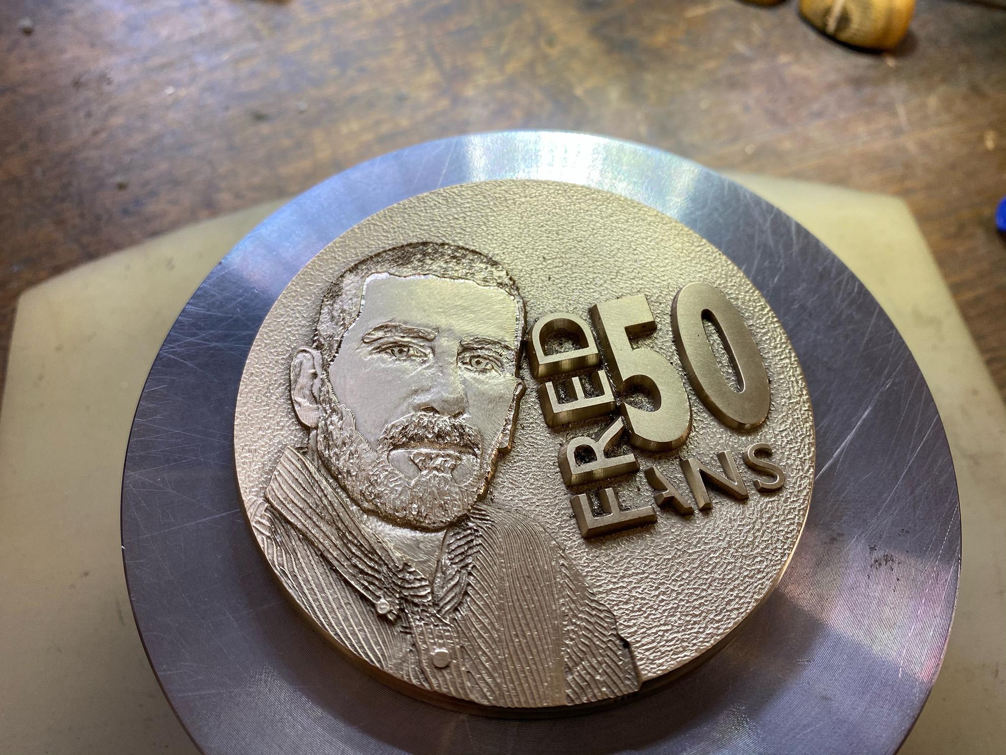Une médaille pour les 50 printemps de Fred